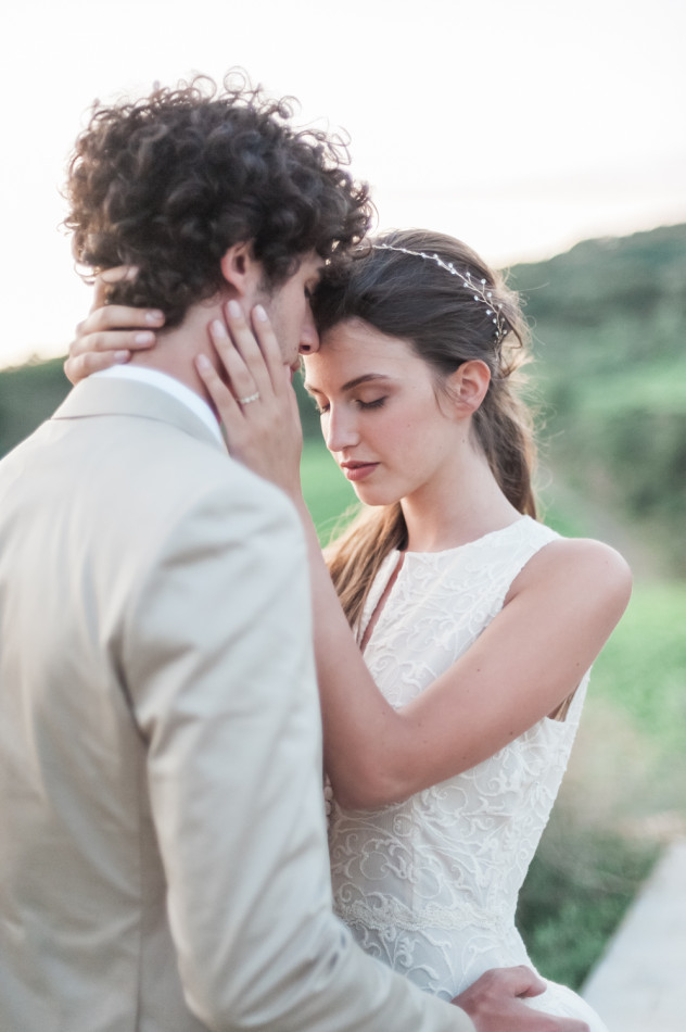 Close-up wedding photo of a bride and groom in Tuscany in Italy