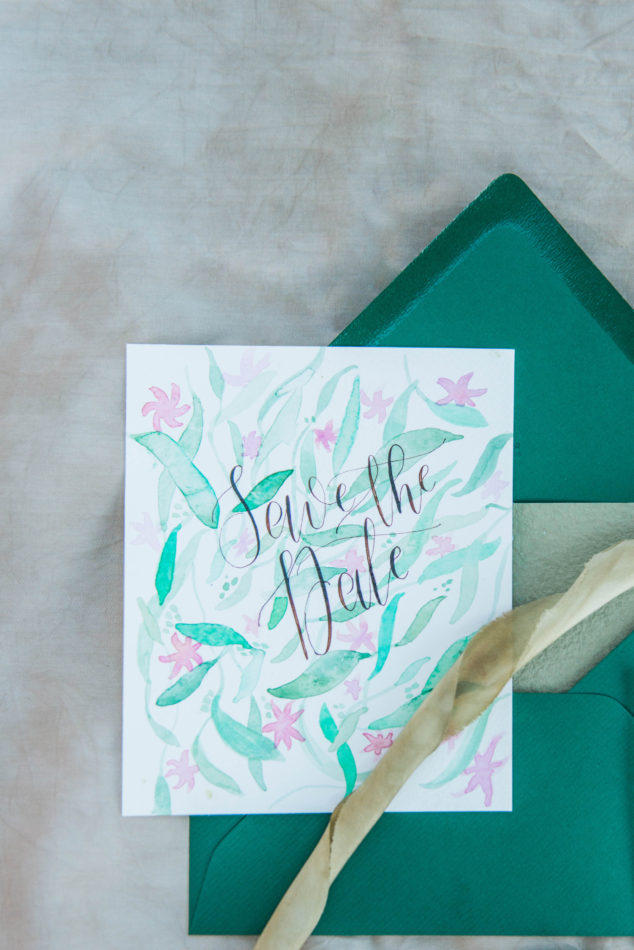 Calligraphed watercolor Save the date mad eby Studio Blauw Moderne Kalligrafie