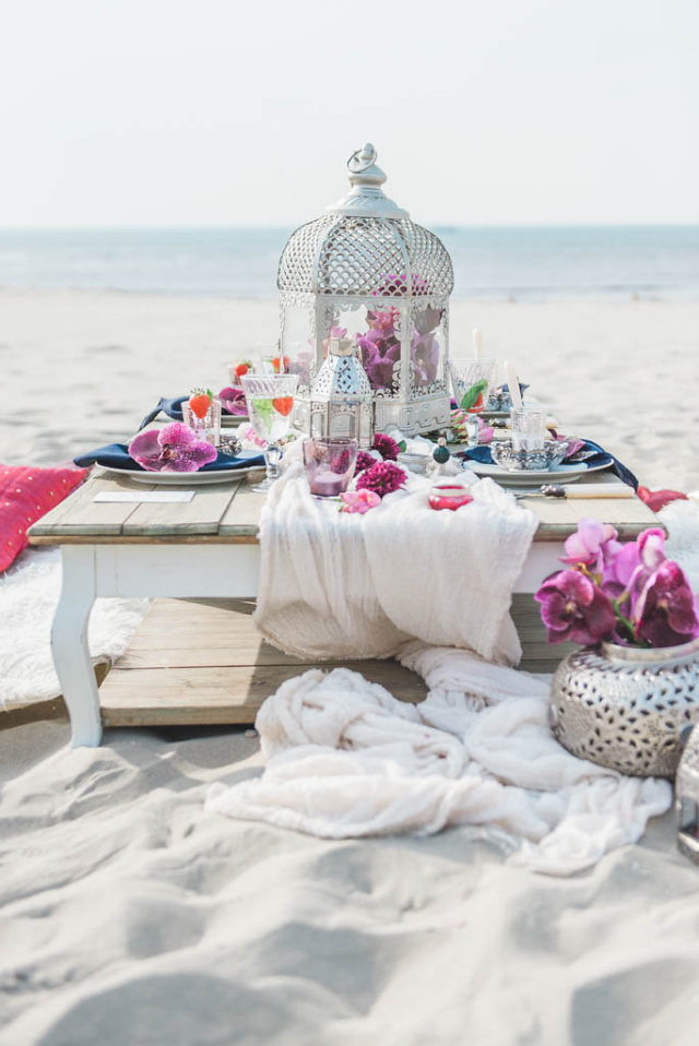 Wedding table set-up at the beach of 's-Gravenzande