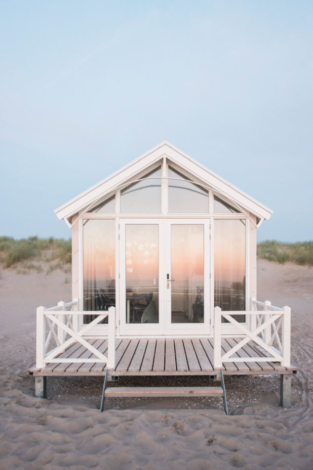 Elopement at Haagsche Strandhuisjes during sunset