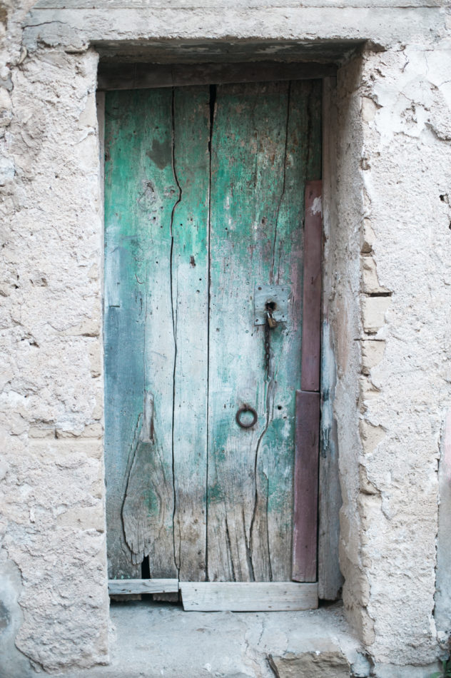 Green vintage door in Santa Maria di Castellabate on the Cilento Coast in Italy. Shot by destination wedding photographer Wit Photography
