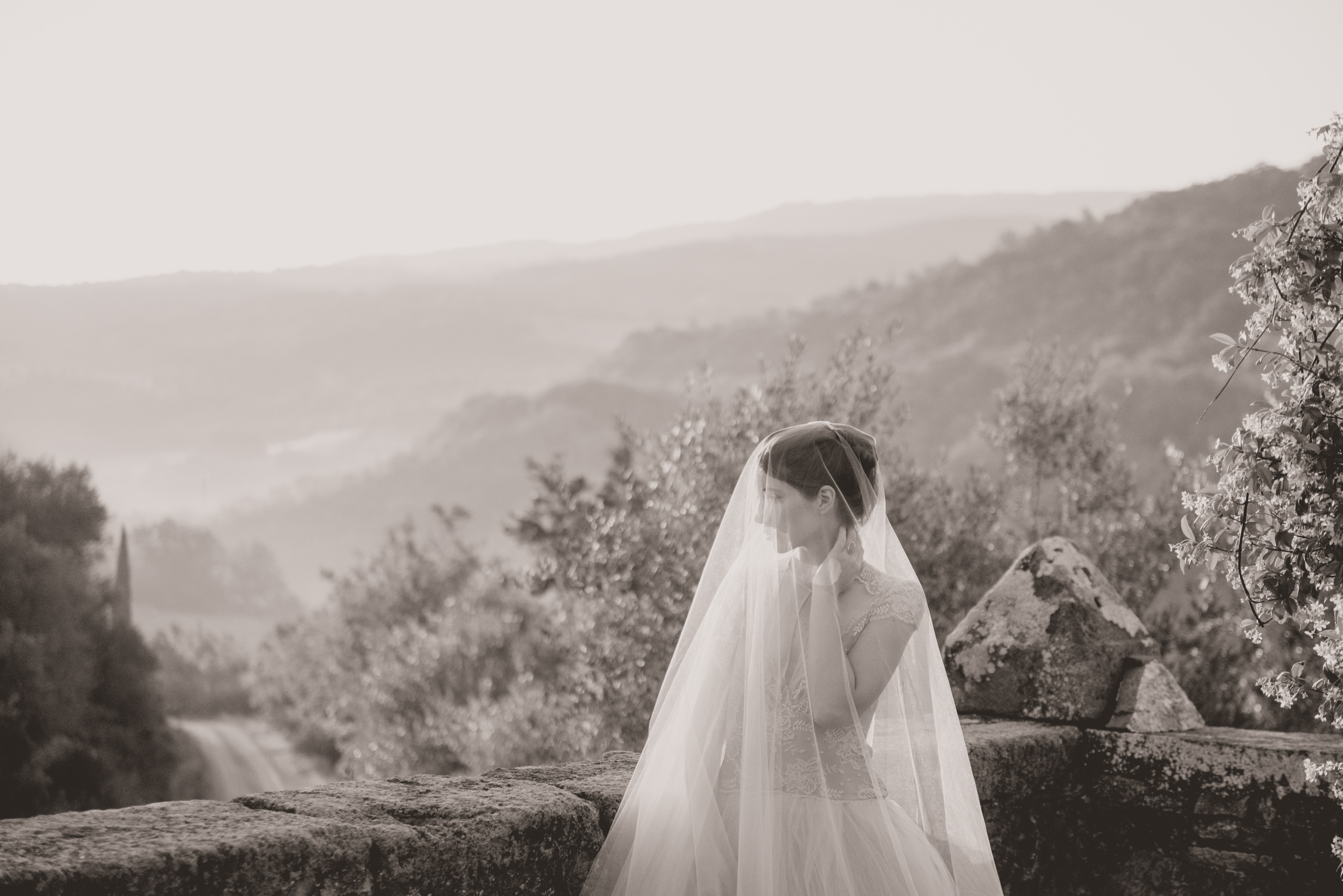 Bride in Tuscany photographed by a wedding photographer in Italy