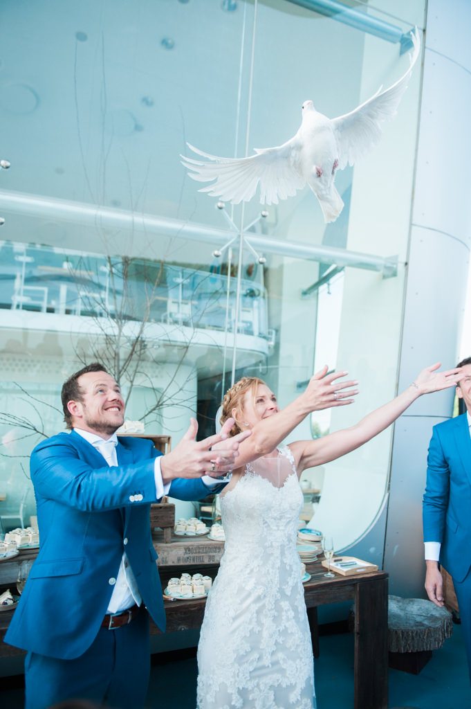 Wedding photography of flying doves at Restaurant Vork & Mes in Hoofddorp