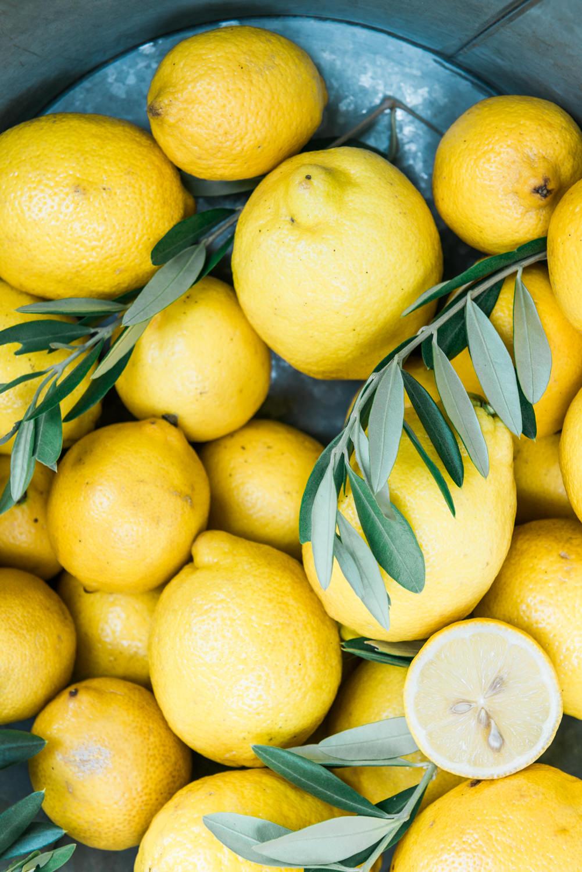 Lemons: fresh produce in Greece