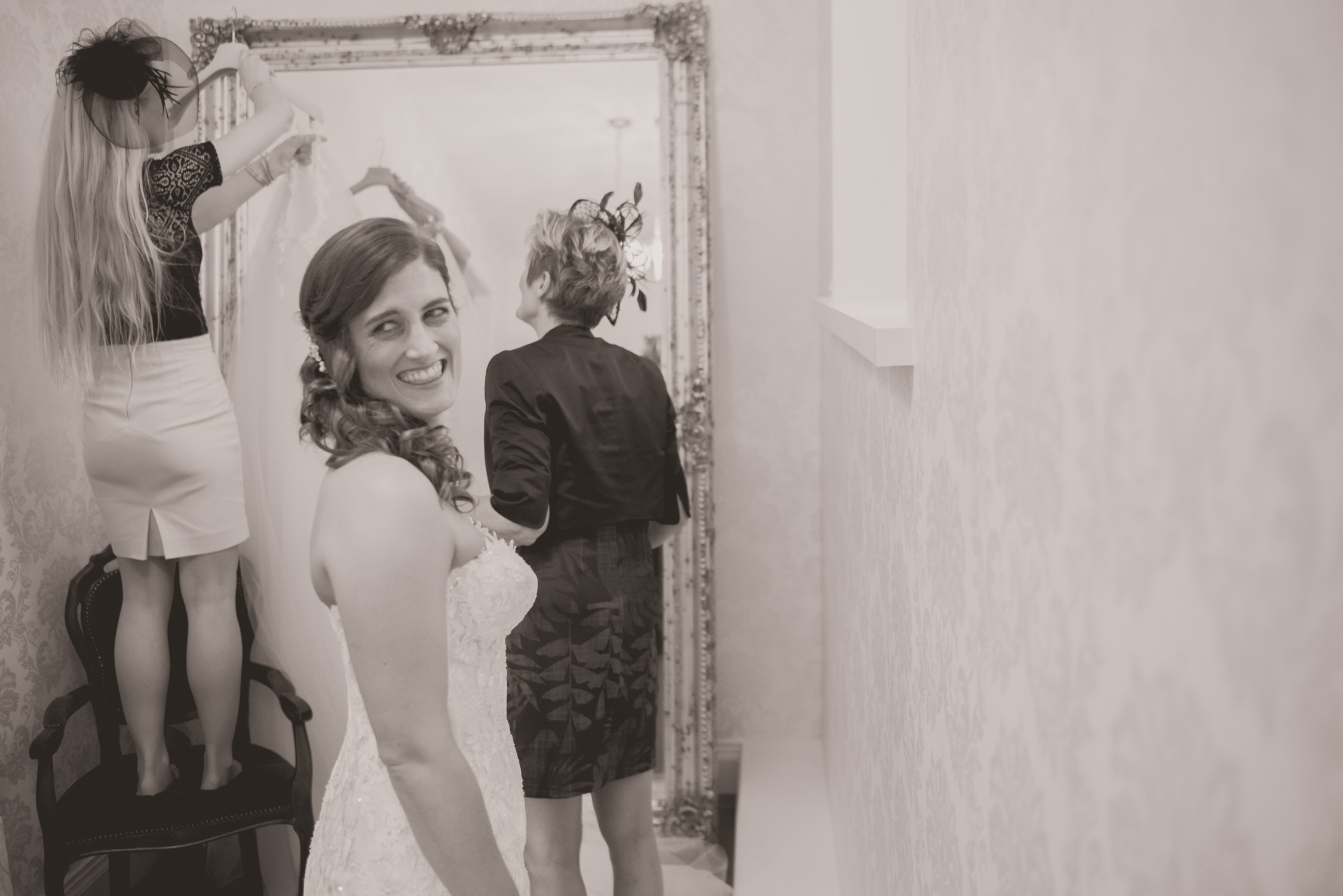 A bride and her mum getting ready at Drumtochty Castle