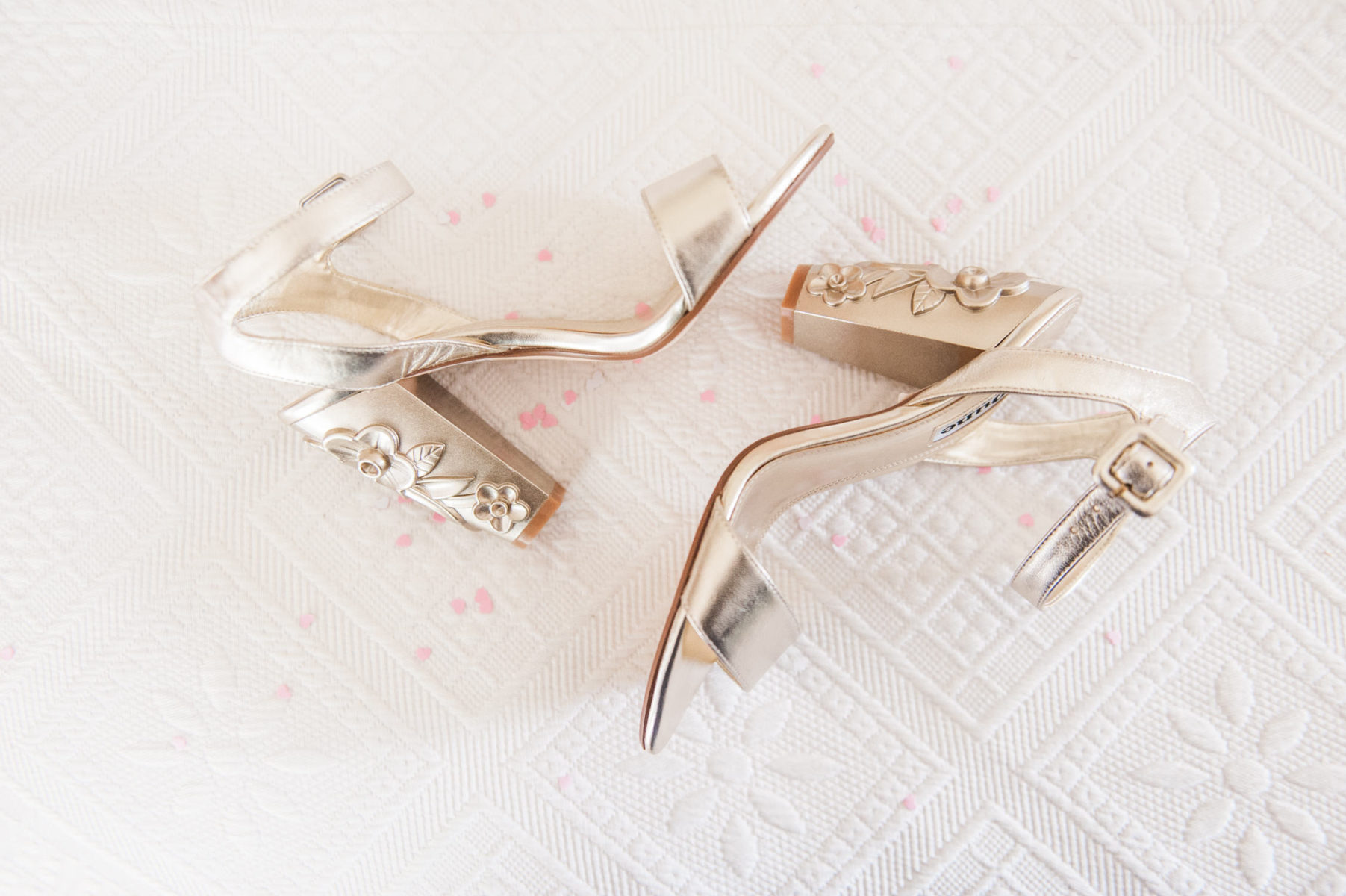 Bridal Dune shoes captured by a Dutch wedding photographer in Wiltshire
