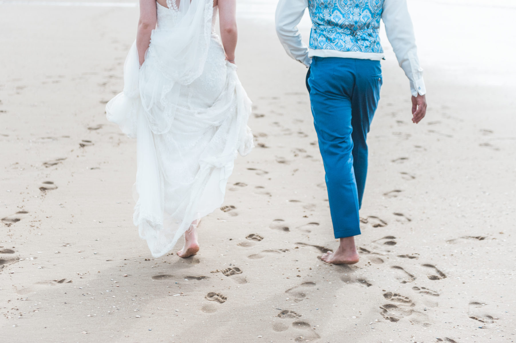 an bride and groom on Scheveningen beach captured by a wedding photographer