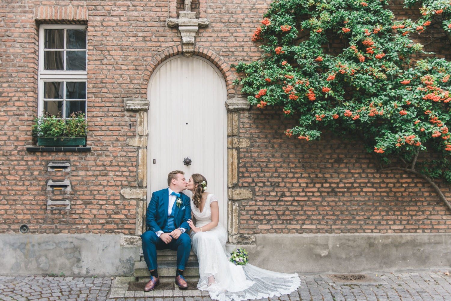 Wedding photography of a bride and groom in the picturesque city of Mechelen.