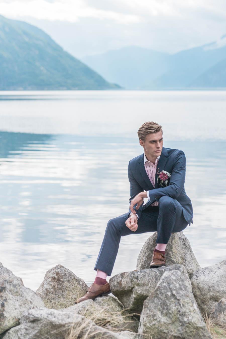A classy groom in EIdfjord in Hardanger in Norway