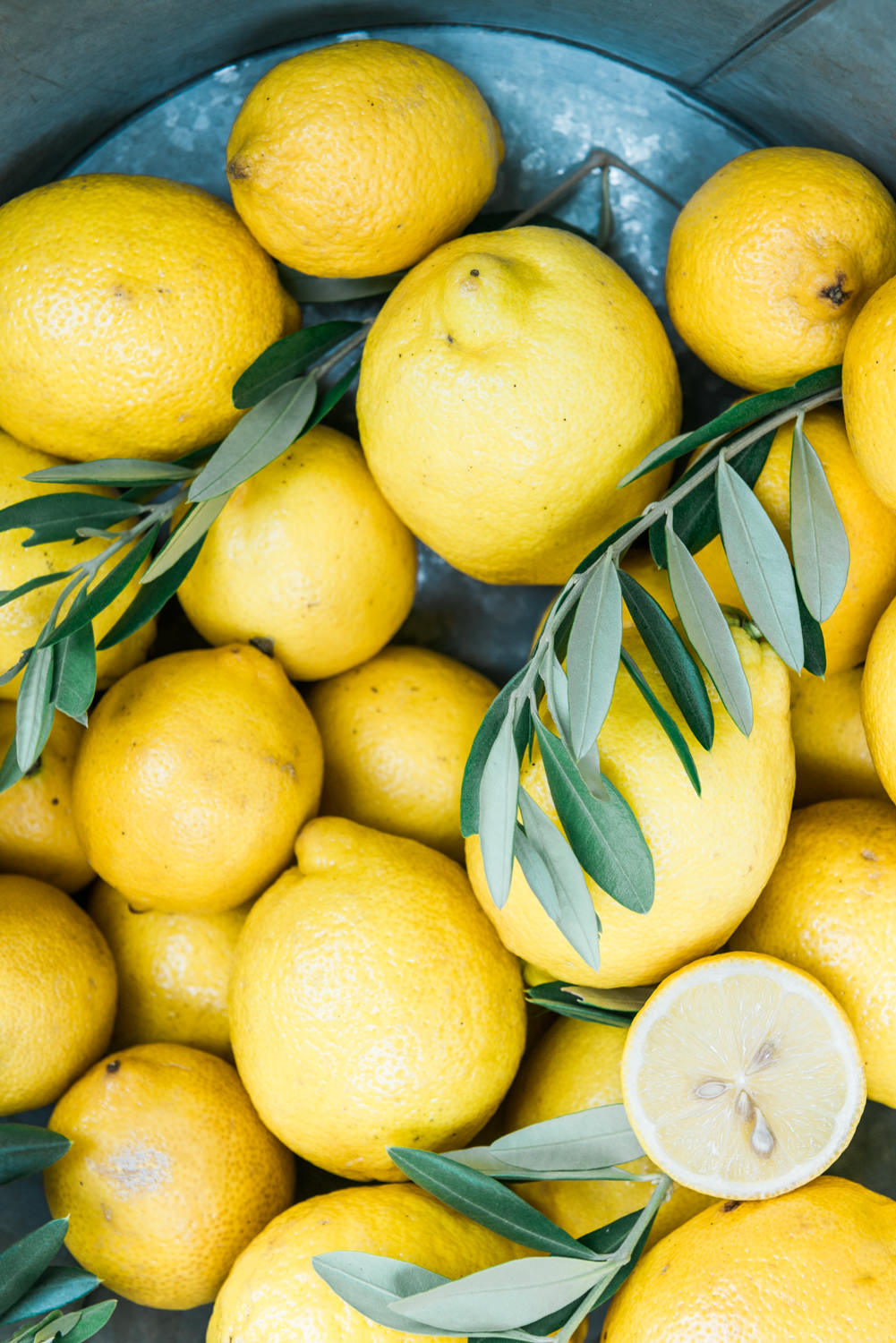 Lemons: fresh produce in Greece