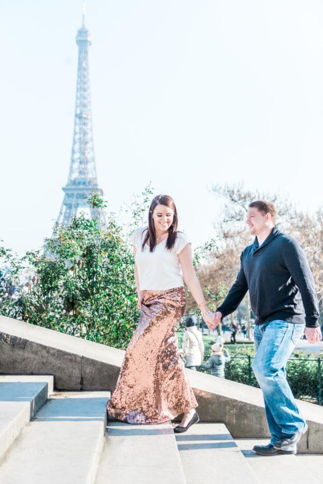 Coupl ein Paris near eiffel tower