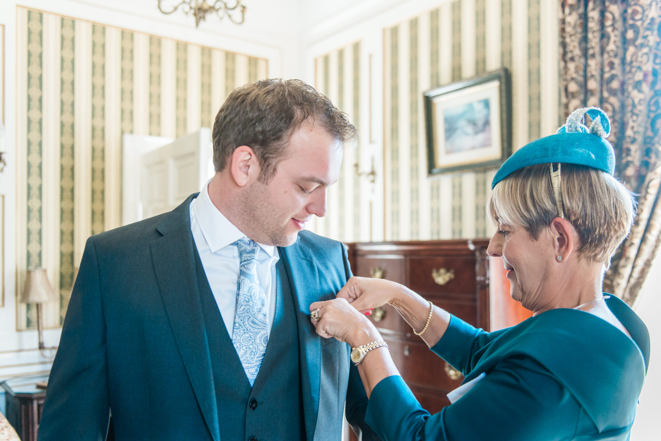 A groom and his mum getting ready at Drumtochty Castle