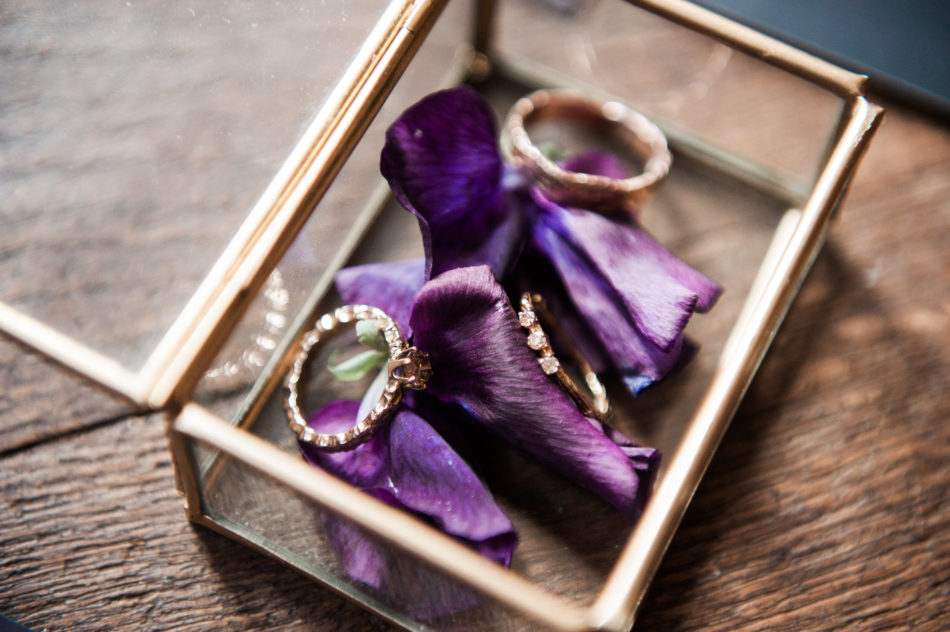 Wedding rings by Nadine Kit Jewellery captured by a wedding photographer in France