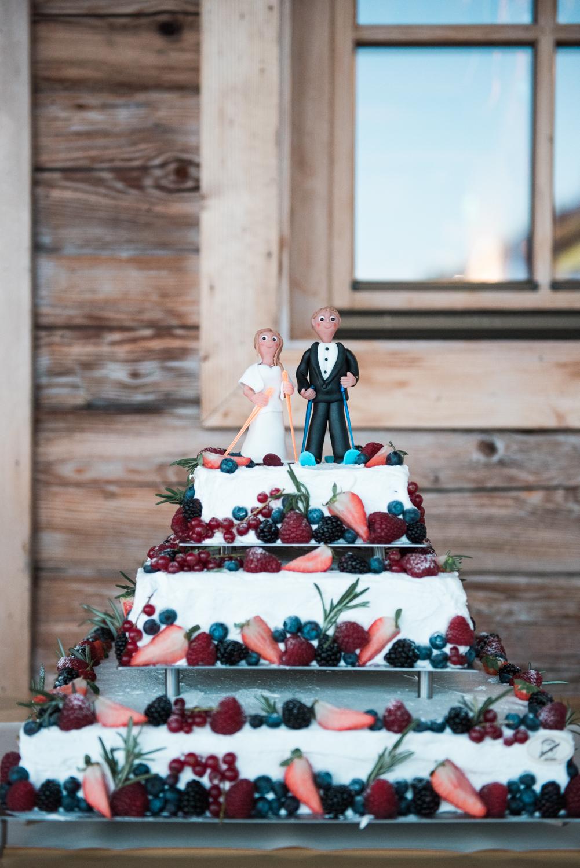 A ski themed wedding cake at a winter wedding in Austria