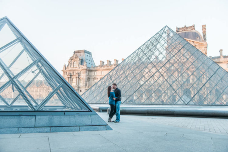 A couple during their Paris love shoot while posing at the Louvre museum
