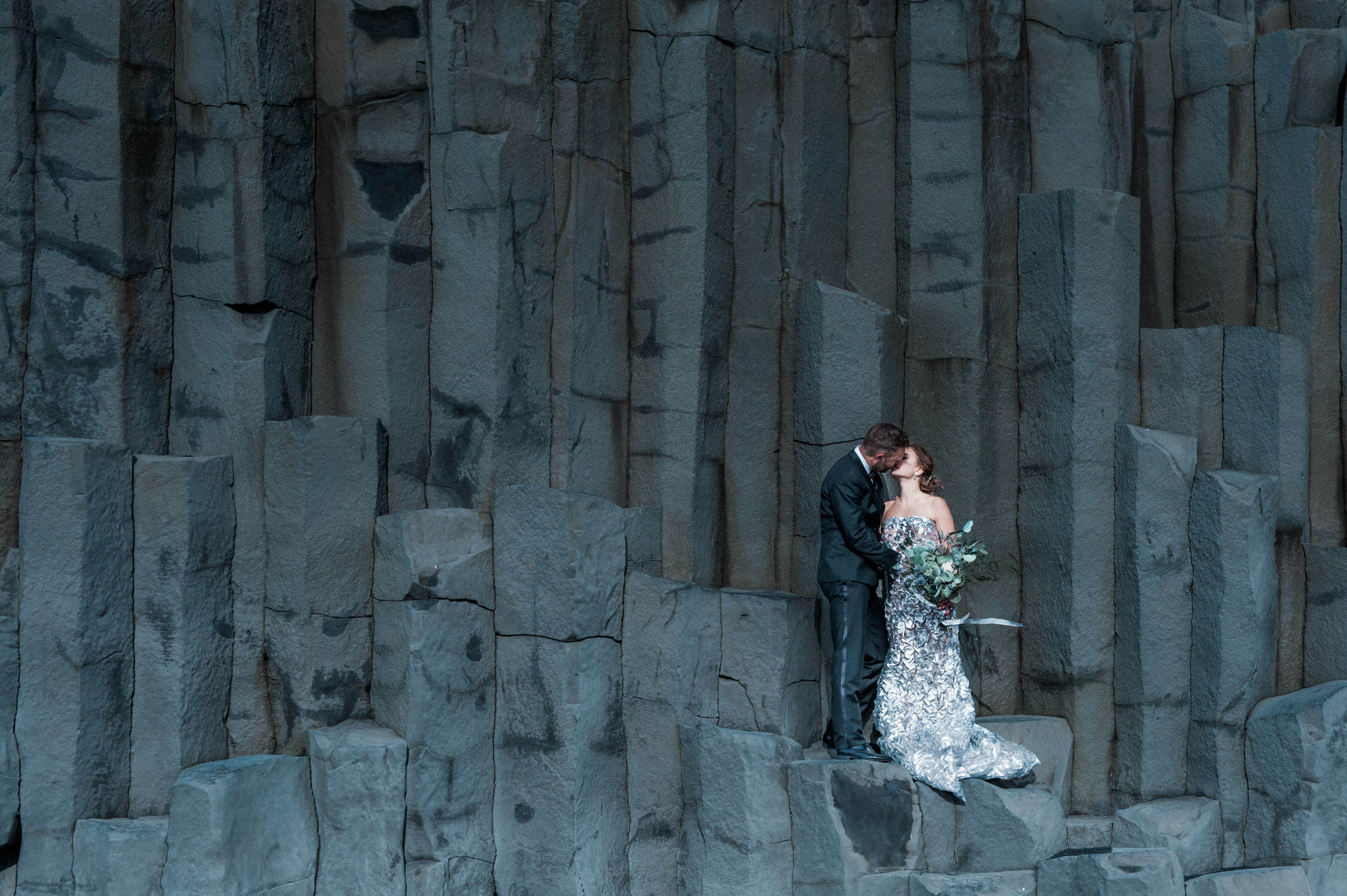 how to find a experienced destination wedding photographer