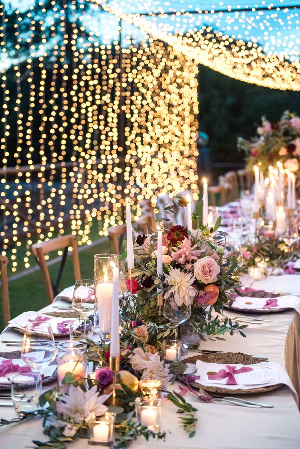An amazing fairytale set-up of an Italian wedding diner, styled by Il Matrimonio Italiano, photographed by Wit Photography